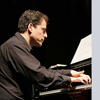 Stefan-Litwin-at-piano-klein